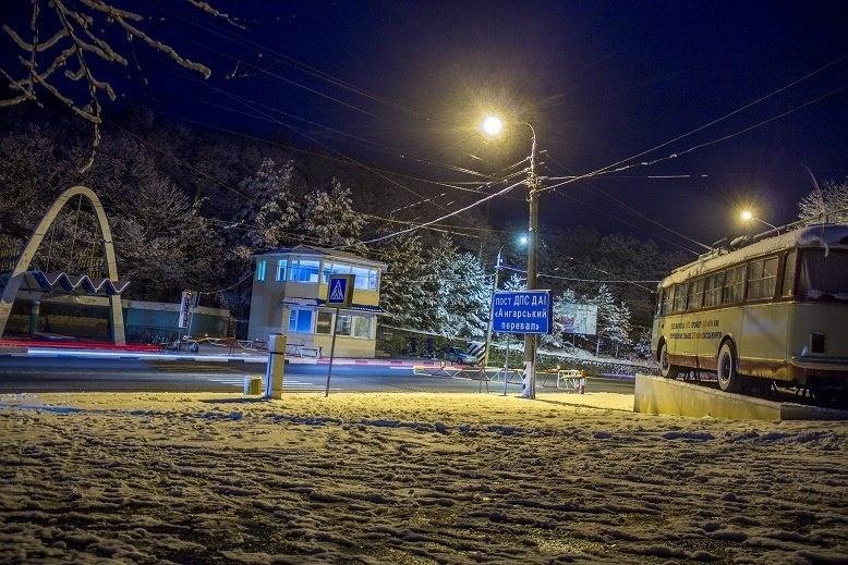 Ангарский перевал зимой-блокпост ГАИ