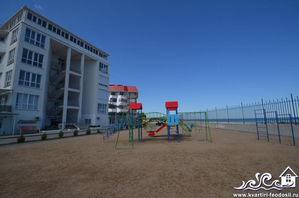 Детская площадка на эллингах на Черноморке
