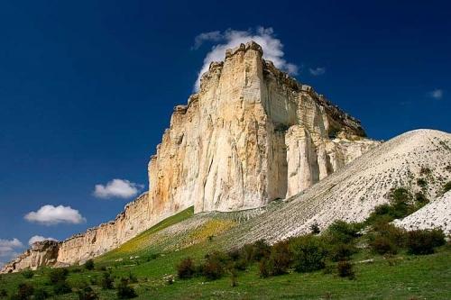Белая скала в Белогорском районе