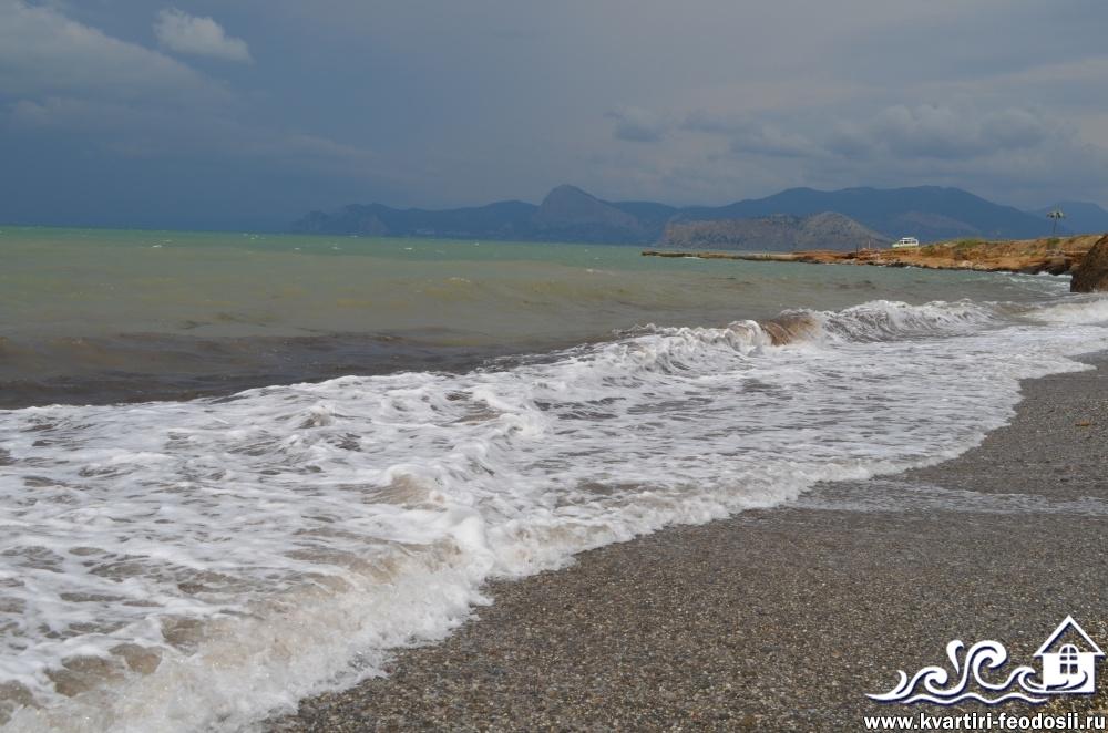 Галечный пляж в Солнечной долине