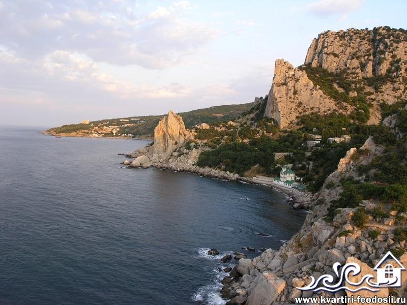 Симеиз-пляж у скалы Крыло Лебедя