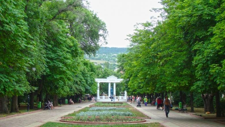Юбилейный парк с фонтаном Доброму гению