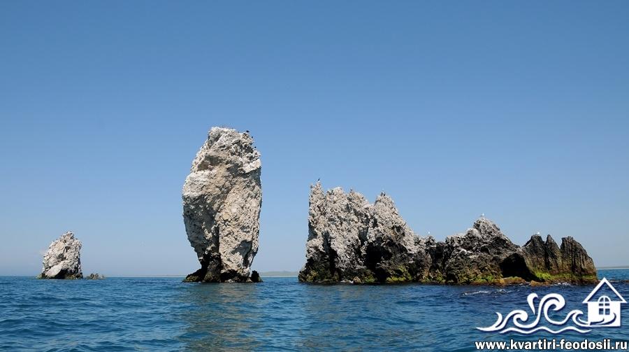 Скалы корабли в море возле мыса Опук