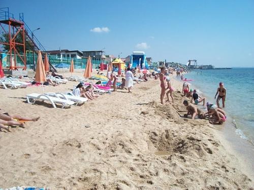 Пляж станции Айвазовская Золотые пески