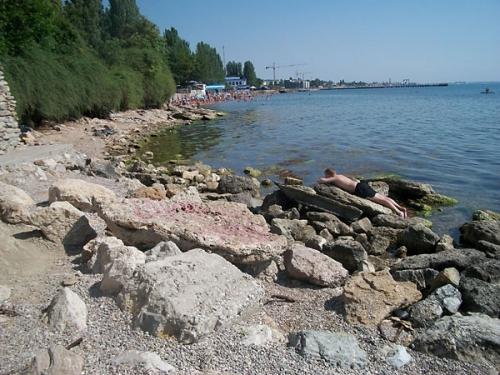 Пляж необорудованный Суворинские камни