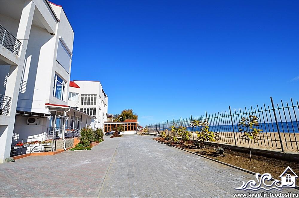 Закрытая территория жилого комплекса Консоль на Черноморской набережной