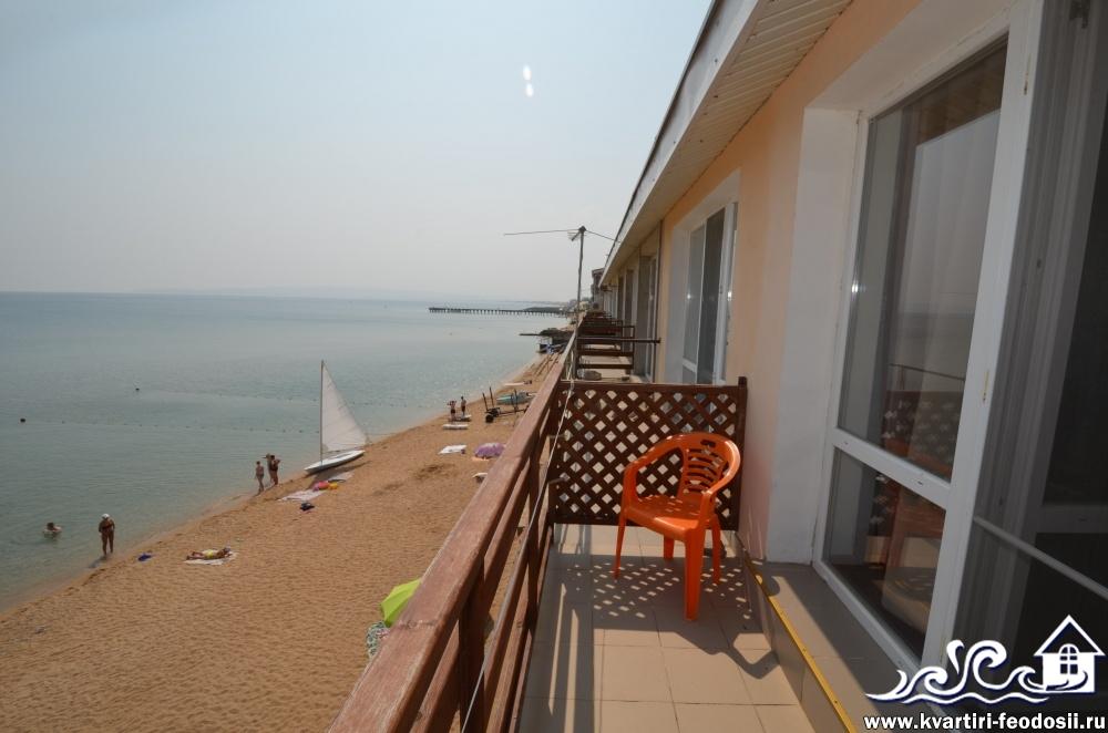 Вид с балкона номера у моря в Приморском
