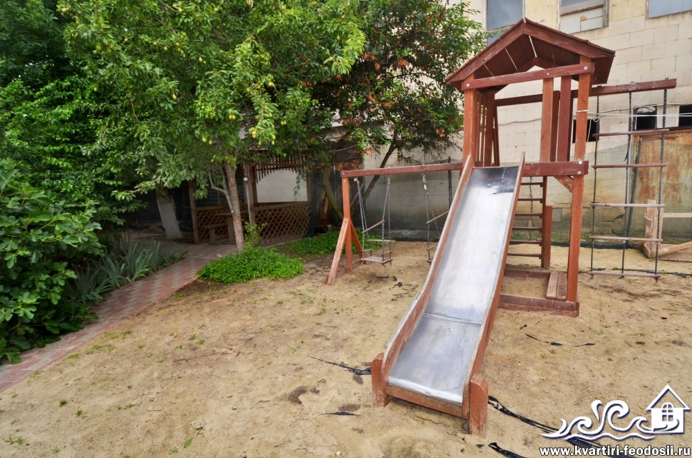 Детская площадка на эллингах в Приморском