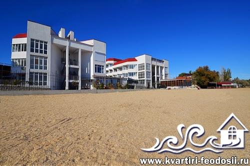 Песчаный пляж на Черноморской набережной