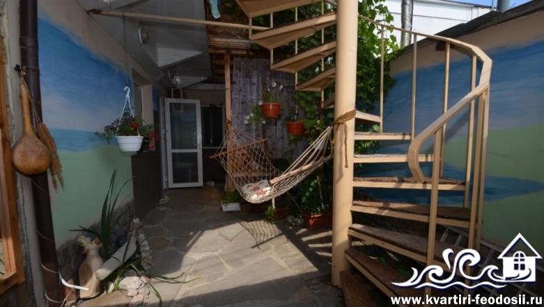 2-комнатная квартира на зем. участке в Феодосии-ул. Революционная,27