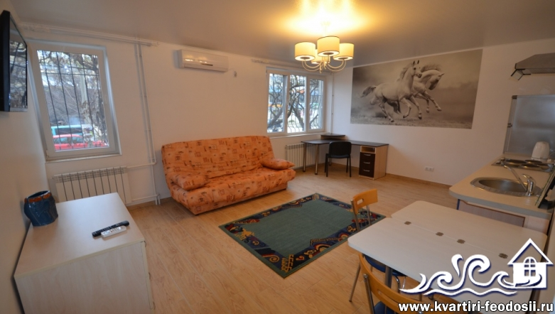 2-комнатная квартира в Феодосии-бул. Старшинова, 23