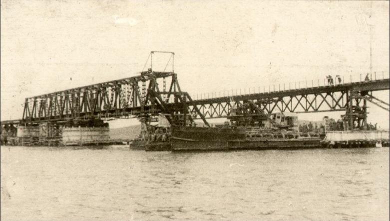 История начала строительства моста и стратегическое значение