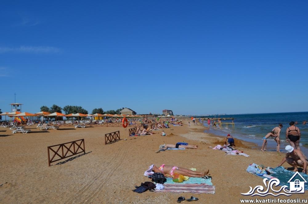золотой пляж отдыхающие на берегу