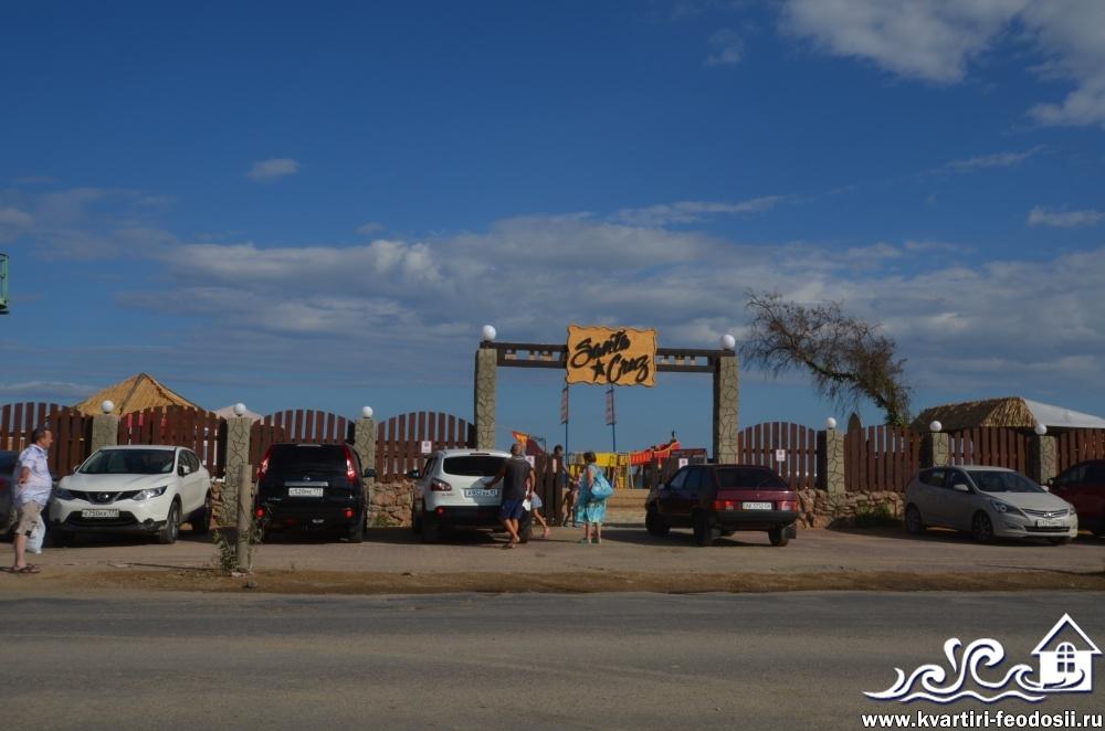 Парковка возле Золотого пляжа Santa Cruz